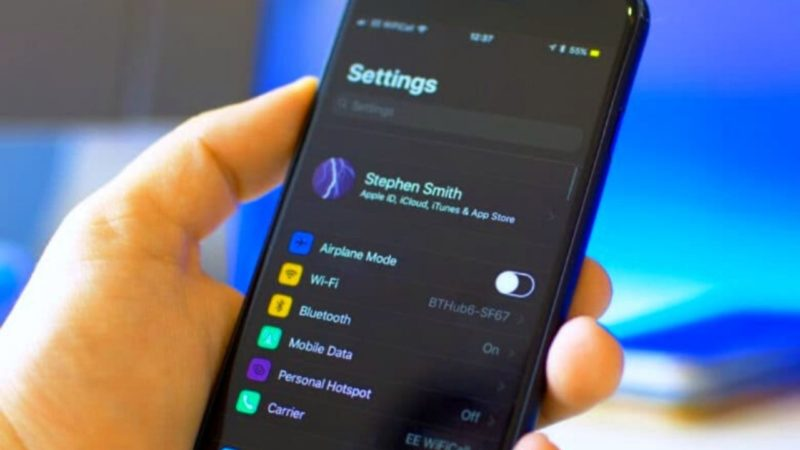 How to activate the dark mode and put the iPhone completely black