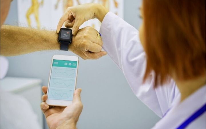 why-are-smartwatches-being-used-for-senior-health